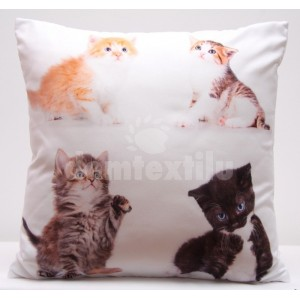 Biela obliečka na vankúše s motívom štyroch roztomilých mačiatok