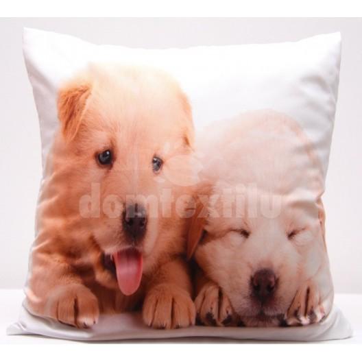 Obliečka na vankúš bielej farby s roztomilými šteniatkami