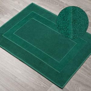 Tmavozelený vzorovaný kúpeľňový koberec