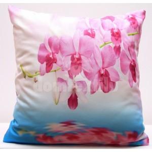 Bielo modrá obliečka na vankúše s rozkvitnutou ružovou orchideou