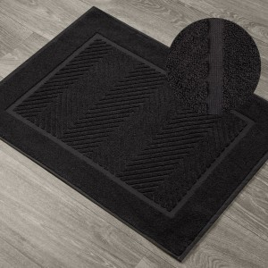 Bavlnená kúpeľňová predložka čierna so vzorom 60 x 90 cm