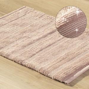 Kúpeľňový koberec zdobený niťou v ružovej farbe