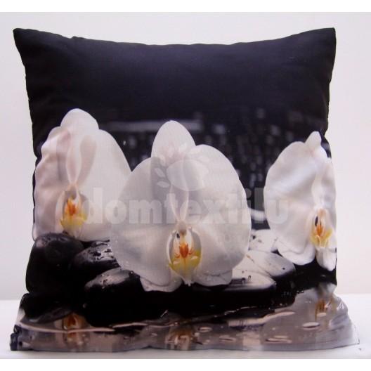 Biela obliečka na vankúše s bielymi orchideami