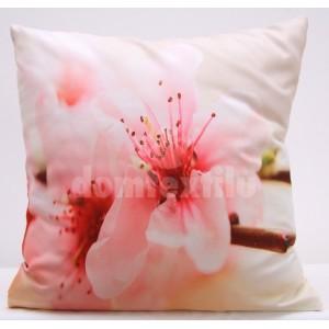 Krémová obliečka na vankúš s motívom ružového kvetu