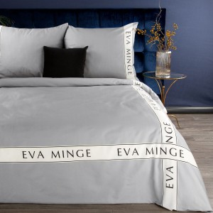 Svetlo sivé posteľné obliečky bavlnený satén s nápisom EVA MINGE