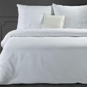 Luxusné biele bavlnené posteľné obliečky zdobené francúzkou čipkou