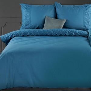 Krásne jednofarebné modré bavlnené posteľné obliečky zdobené čipkou