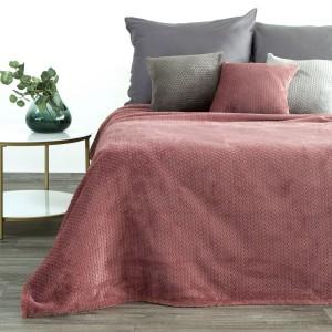 Moderná ružová deka s jemným reliéfnym vzorom