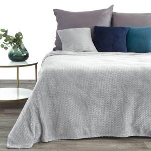 Jednofarebná svetlo sivá deka s reliéfnym 3D vzorom
