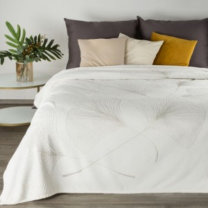 Krásna biela hrejivá deka s dekoratívnym zlatým ornamentom ginko 150 x 200 cm