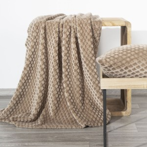 Tmavo béžová deka s reliéfnym kosoštvorcovým vzorom 150 x 200 cm