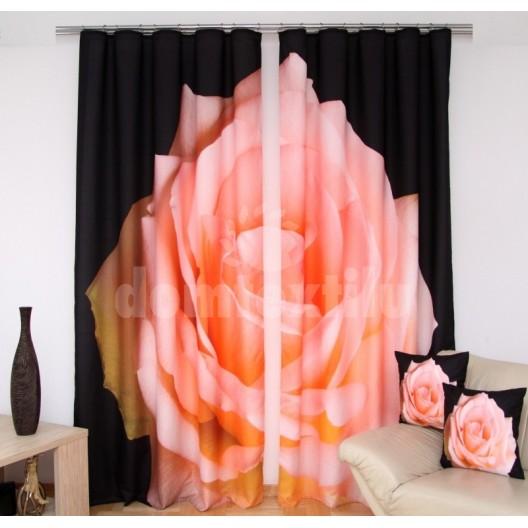 Čierne závesy do spálne s ružovou ružou