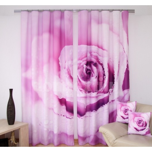 Fialový záves na okná s motívom ruže