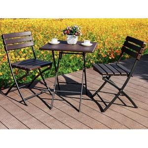 Kávový stolík v hnedej farbe vhodný na terasu