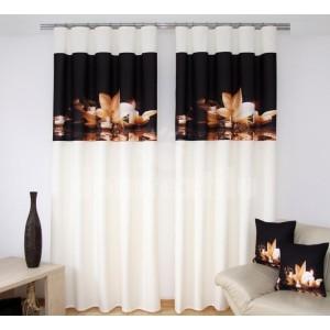 Závesy na okná krémovo čiernej farby s béžovým kvetom a sviečkami