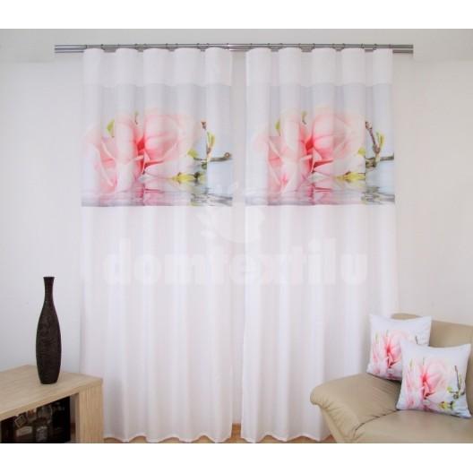 Biela záclona do obývačky s ružovým kvetom