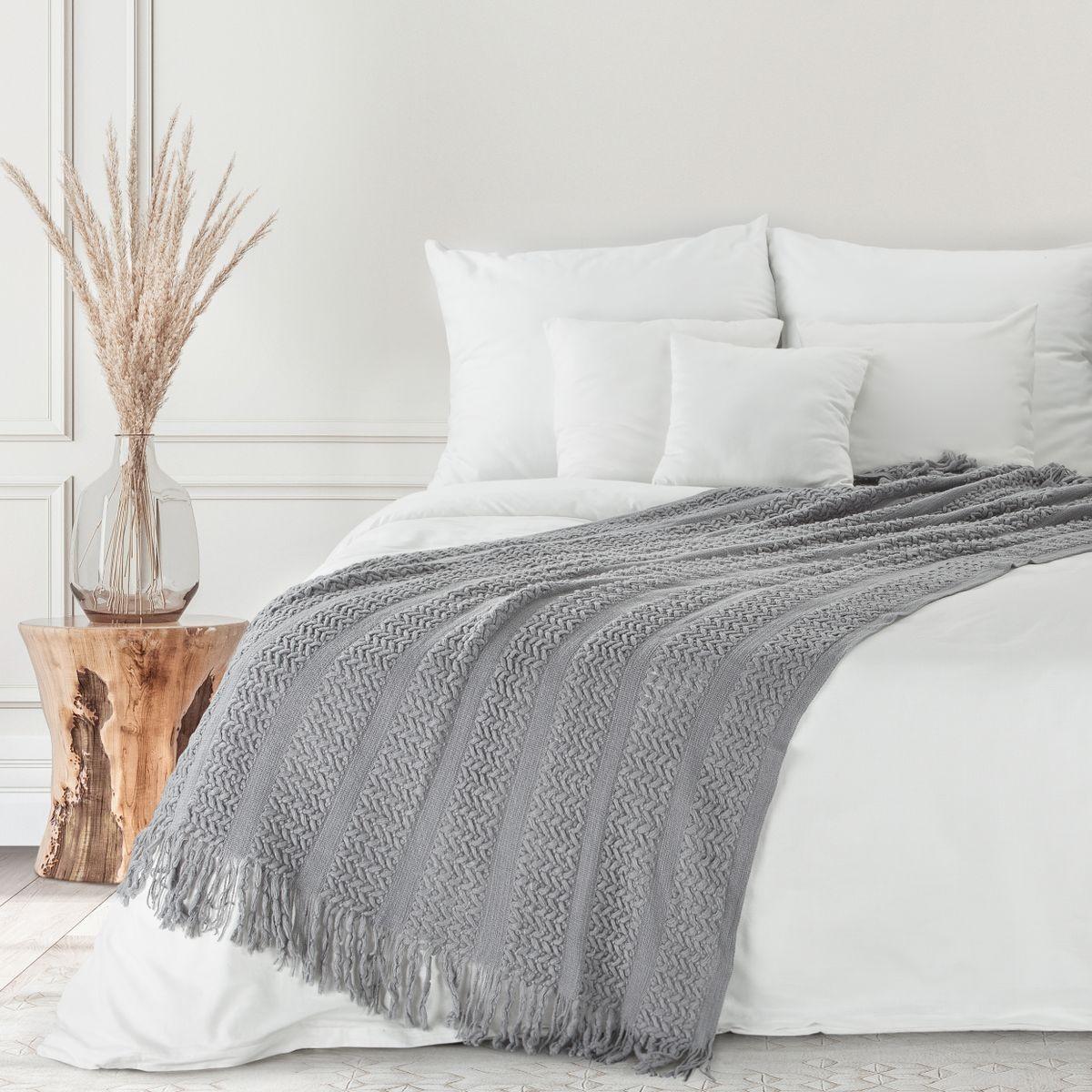 Moderná sivá tkaná akrylová deka so strapcami 130 x 170 cm Šírka: 130 cm   Dĺžka: 170 cm
