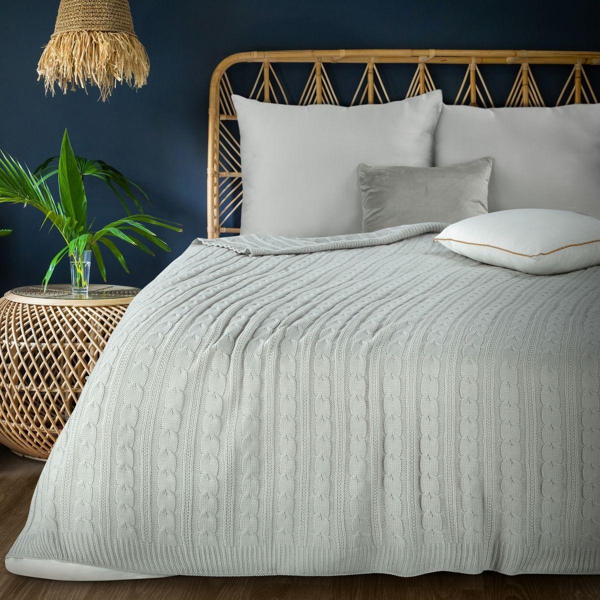 Nadčasová svetlo sivá tkaná akrylová deka 130 x 170 cm Šírka: 130 cm   Dĺžka: 170 cm