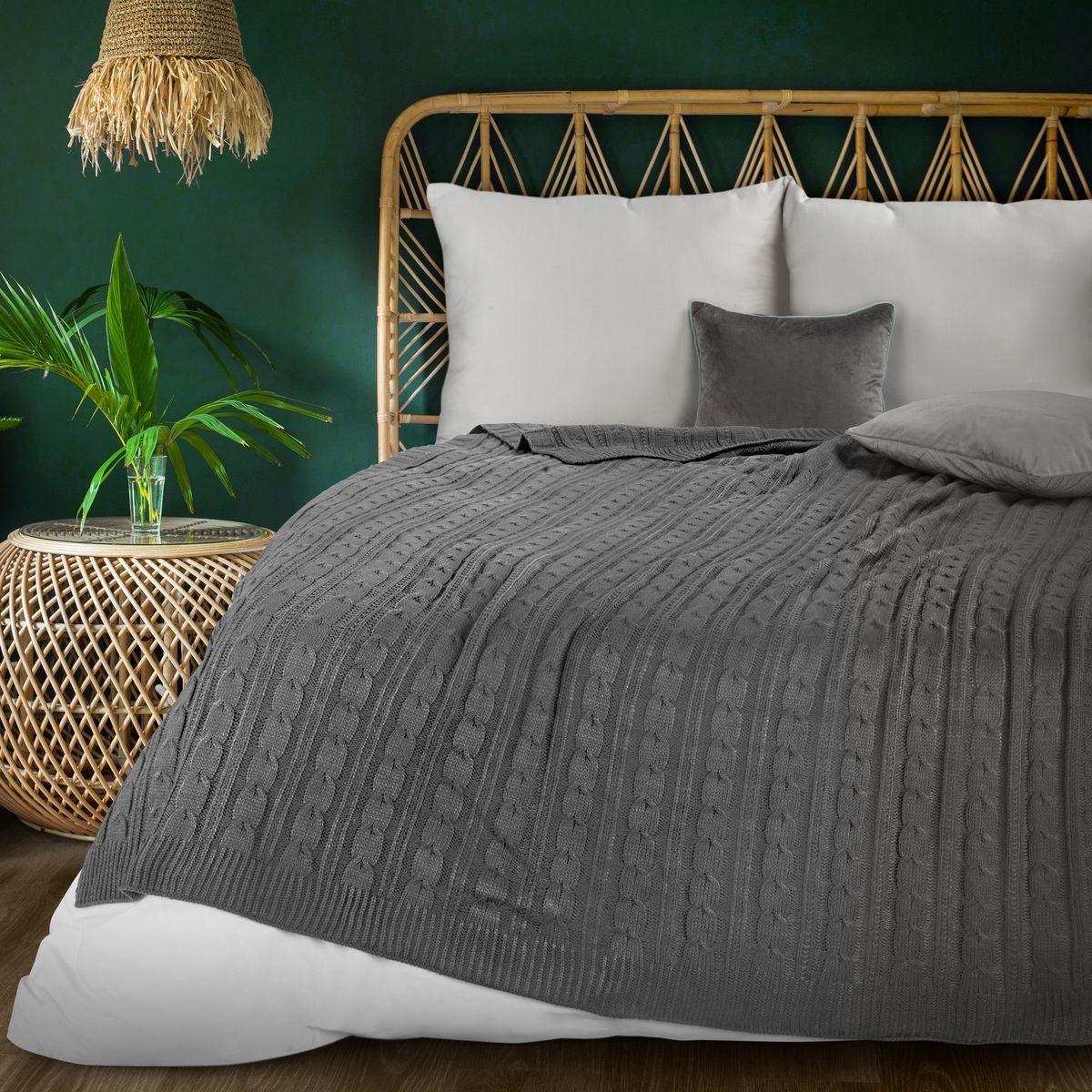 Tmavo sivá teplá pletená akrylová deka 130 x 170 cm Šírka: 130 cm   Dĺžka: 170 cm