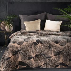 Čierna hrejivá akrylová deka s motívom lískov ginkga 150 x 200 cm