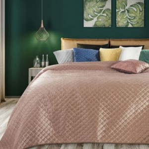 Púdrovo ružový prešívaný prehoz na posteľ