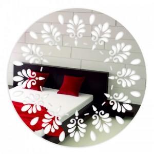 Okrúhle zrkadlá na stenu so vzorom