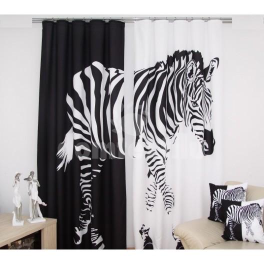 Čierno biele závesy so zebrou
