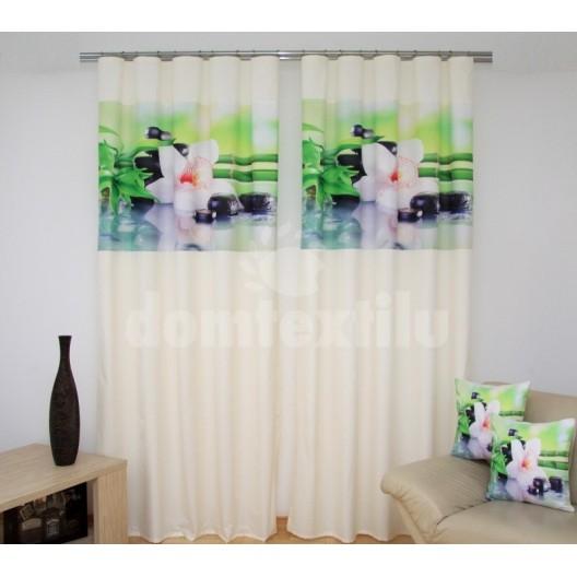Krémovo zelené závesy s bambusom a bielymi orchideami