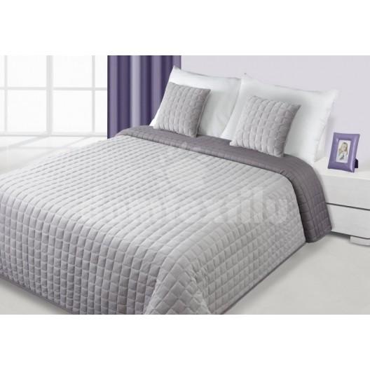 Strieborný prehoz na posteľ s prešívaním