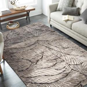Nádherný koberec s motívom pripomínajúcim jesenné lístie