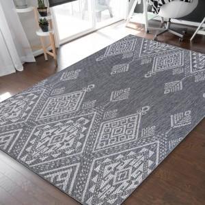 Dizajnový sivý kobrec s prepracovaným vzorom