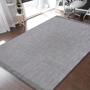 Jenoduchý a elegantný sivý hladký koberec pre všetranné využitie