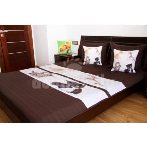 Hnedý prehoz na detskú posteľ s mačiatkami