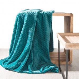 Tyrkysová hrejivá deka s geometrickým motívom 200x220 cm SKLADOM