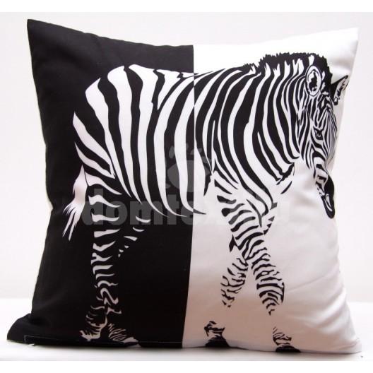 Čierno biela obliečka na vankúš s motívom zebry
