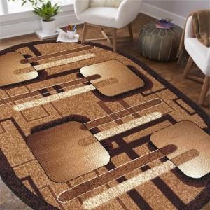 Oválny koberec v hnedej farbe s geometrickými vzormi