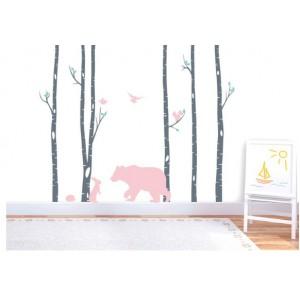 Úžasná detská nálepka na stenu s motívom ružového medveďa a lesa